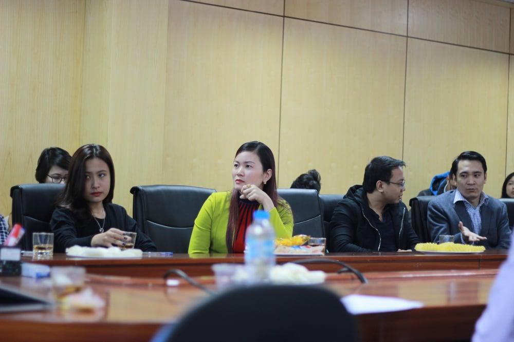 Khách hàng tham gia thảo luận sôi nổi tại Facebook Workshop