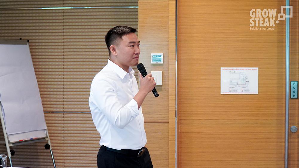 anh Sơn Lương trình bày về dữ liệu